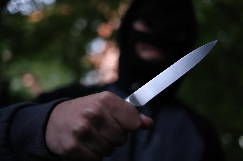 Мужчина угрожал ножом и требовал денег