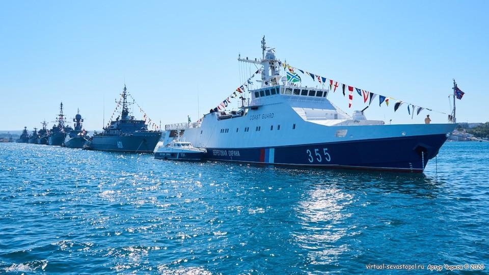 Военный морской парада на День ВМФ в Севастополе в 2020 году