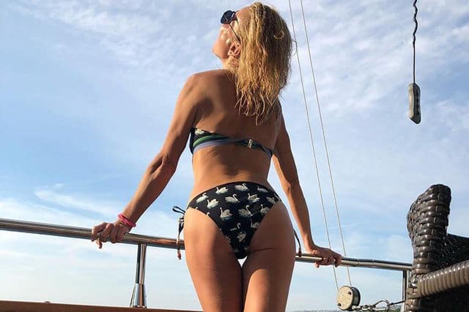 Юлия Высоцкая не стесняется демонстрировать идеальную фигуру
