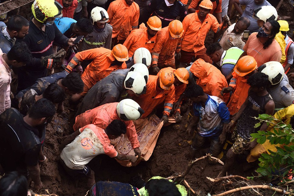 Спасатели до сих пор разбирают завалы, под которыми могут оставаться люди