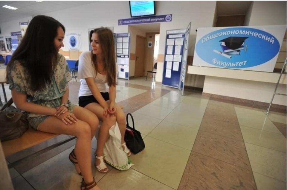 Более 12 тысяч абитуриентов поступят в колледжи и техникумы Иркутской области в этом году