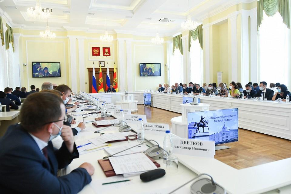 В большом зале областного правительства вновь рассматривался вопрос реализации нацпроекта.