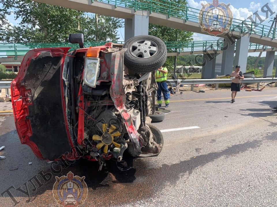 В результате аварии пострадал сам водитель и его 29-летний пассажир