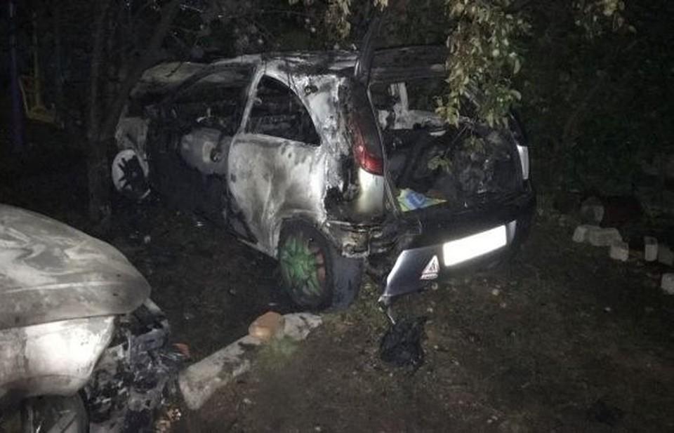 Автотранспорт сильно пострадал от огня. Фото: пресс-служба ГУ МЧС по РК