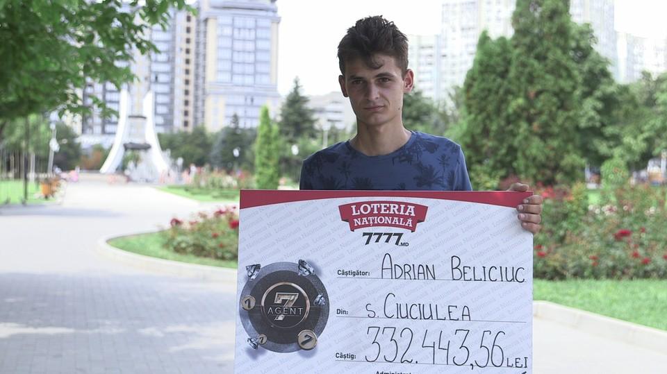 """Молодой человек из Глодян выиграл всего за 2 лея джекпот е-билета """"Agent 7"""" – 332 443,56 леев."""