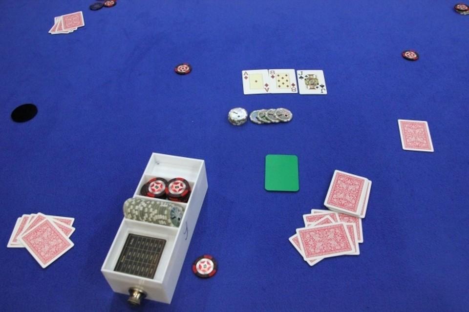 6 человек предстанут перед судом в Смоленске за проведение азартных игр.