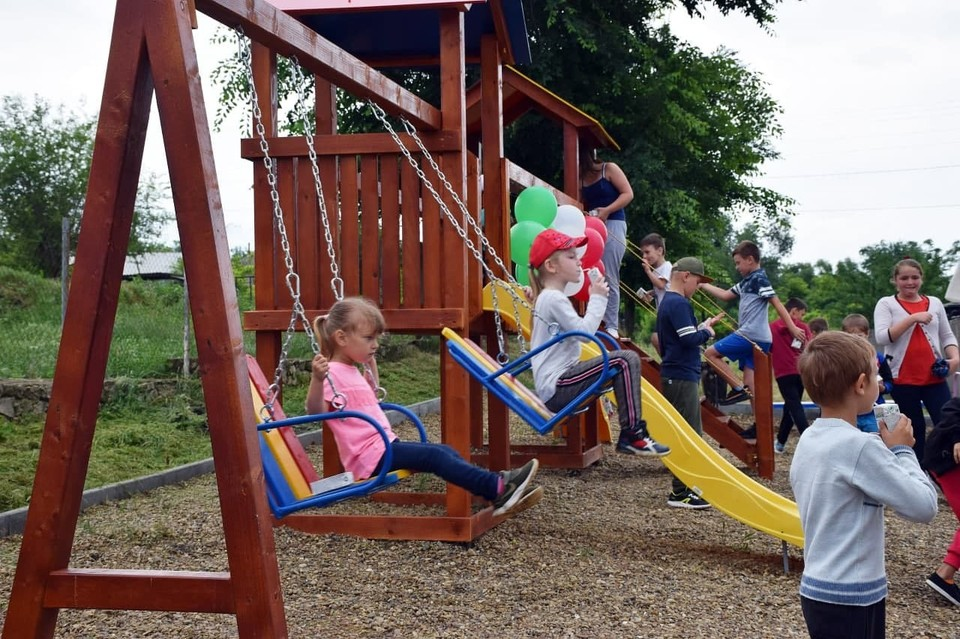 Продолжается масштабный проект по строительству детских площадок в Оргеевском районе. Фото:partidulsor.md