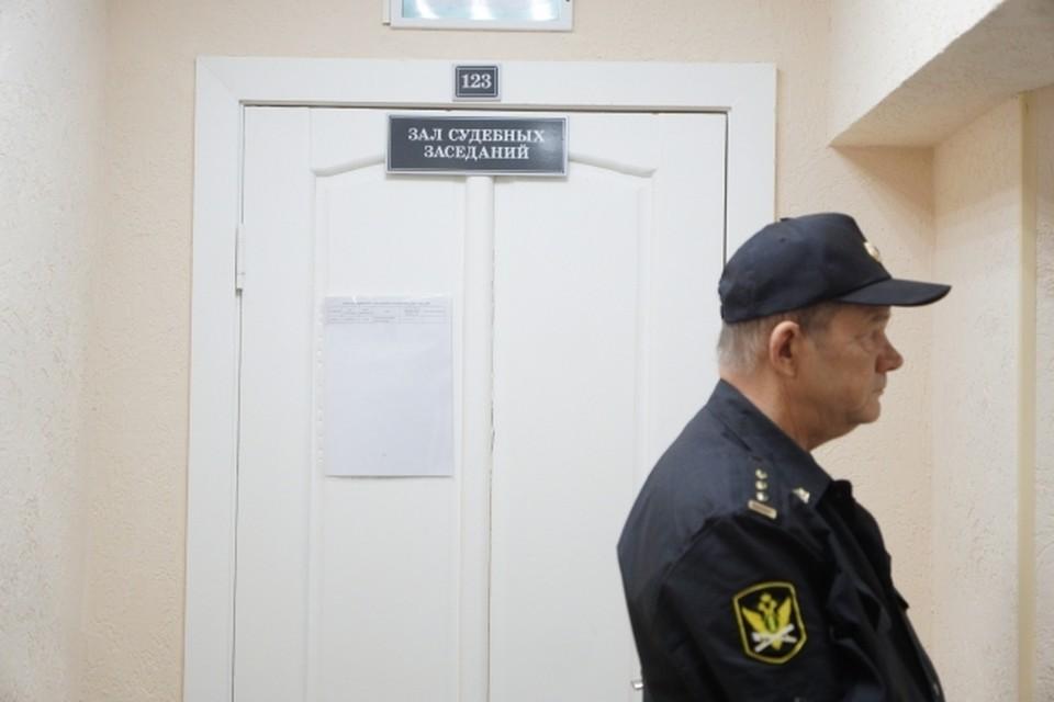 Омичка в суде доказала, что коллекторы затерроризировали ее звонками.