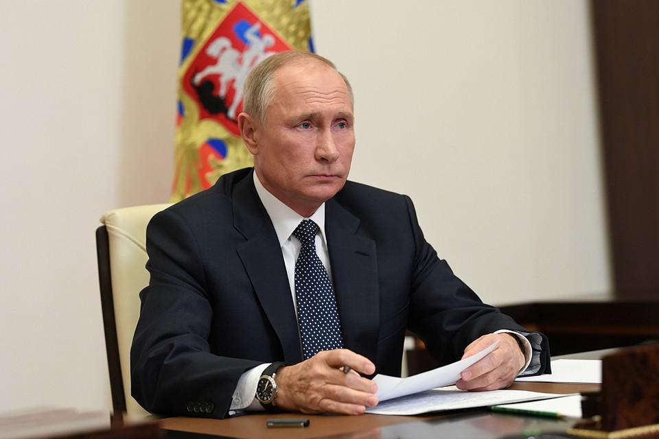 Президент Путин попросил доложить о работе пожарных структур в Якутии, Карелии и Челябинской области.