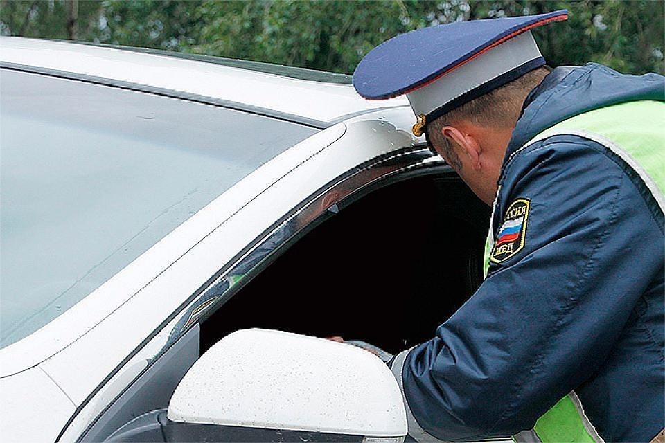 В России предложили увеличить штраф за использование телефона за рулем