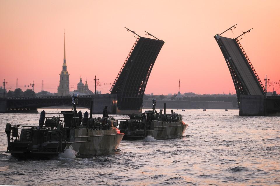 Из-за репетиции парада ВМФ 22 июля движение в центре Петербурга перекрыто