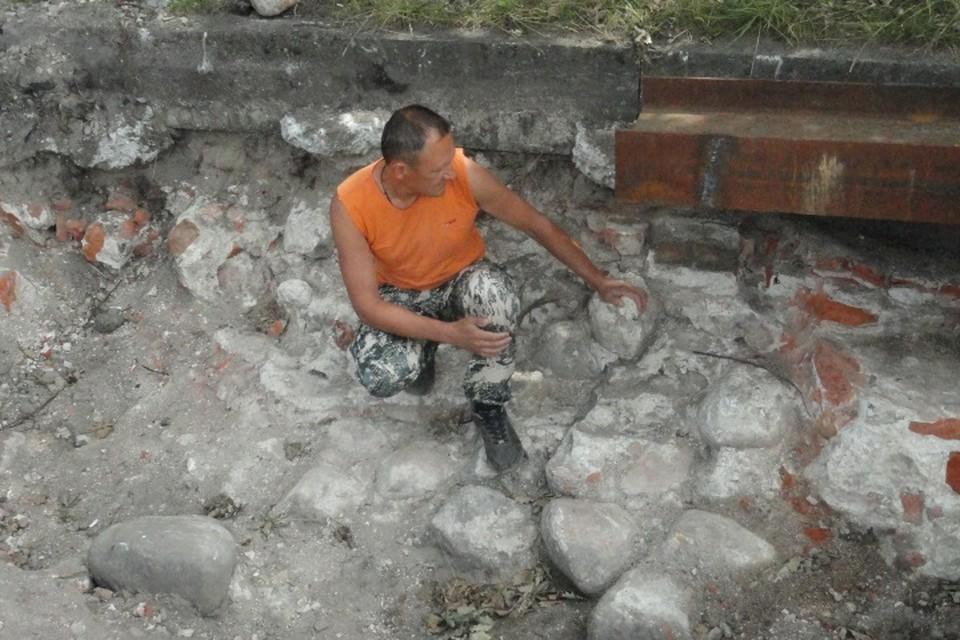 Кладка из дикого камня и кирпича за 700 лет не утратила своей прочности.