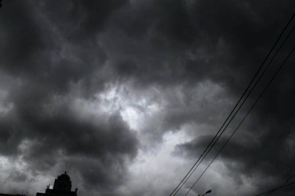 Днем ростовчане уже и не ожидали дождя, но он со всей силой обрушился на город вечером