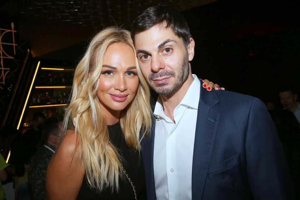 Виктория пришла на премьеру с мужем Игорем Булатовым.