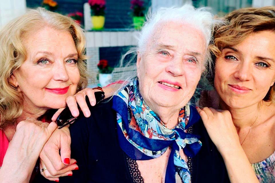 Ирина Алферова с мамой Ксенией Архиповной и дочкой Ксенией. Все они переболели коронавирусом.