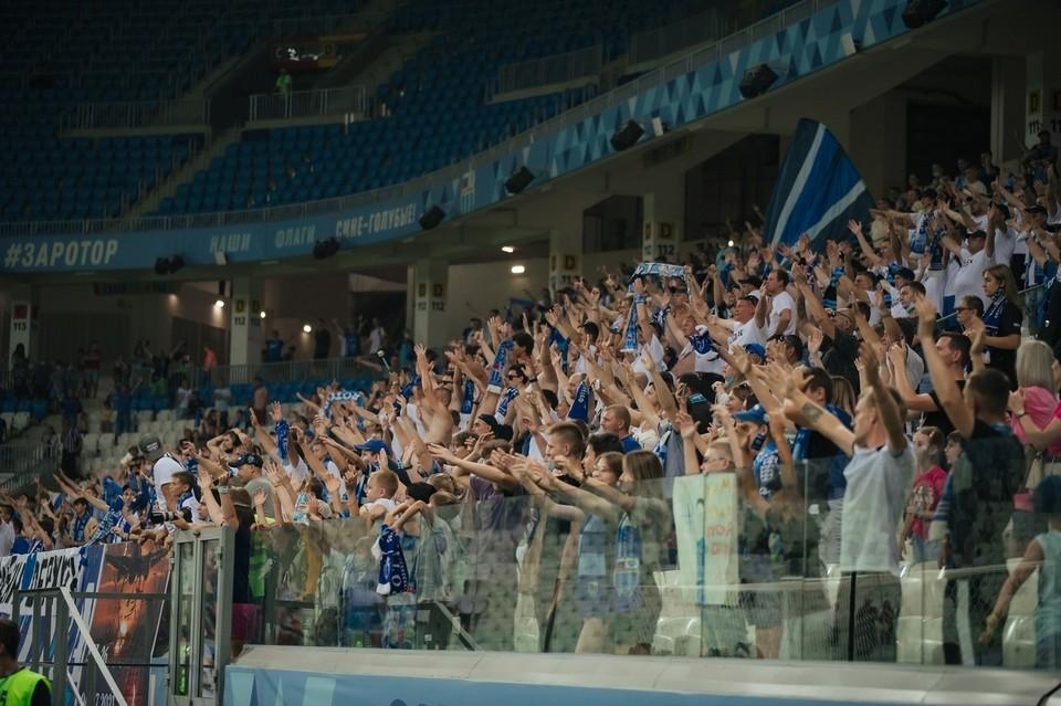 """В регионе разрешили пускать болельщиков на открытые стадионы. Фото: СК """"Ротор""""."""