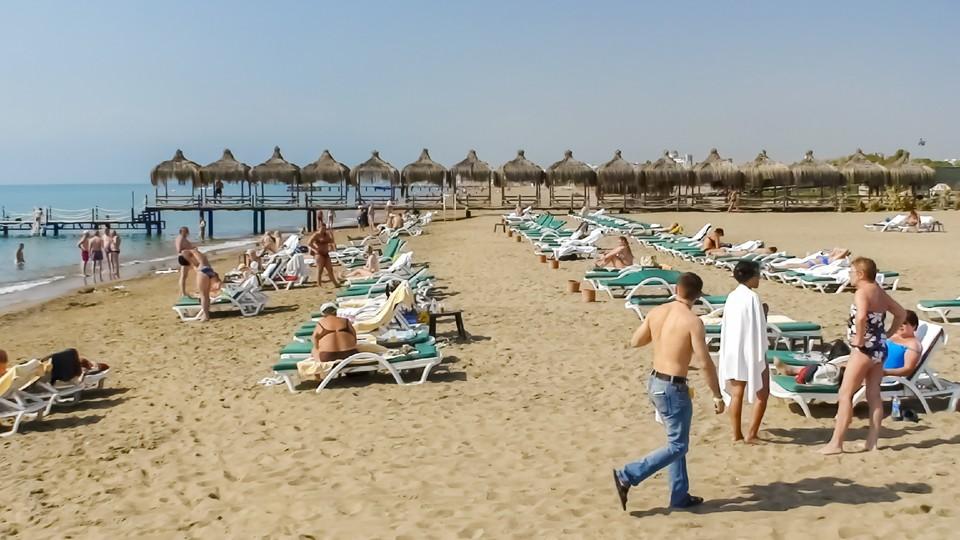 Около 100 российских туристов эвакуированы из турецкого Бодрума.