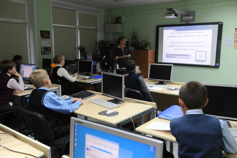 Урок подразумевает смешанную форму обучения, то есть работа за компьютером будет занимать лишь часть занятия.