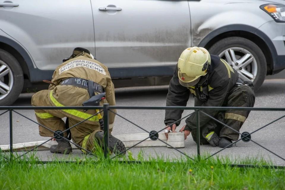 Патрубок газовой колонки загорелся в коммуналке на улице Марата в Петербурге.