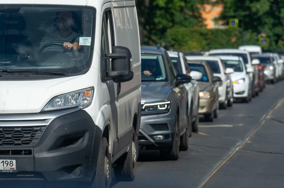 Длина пробки на КАД в Петербурге превысила 10 километров