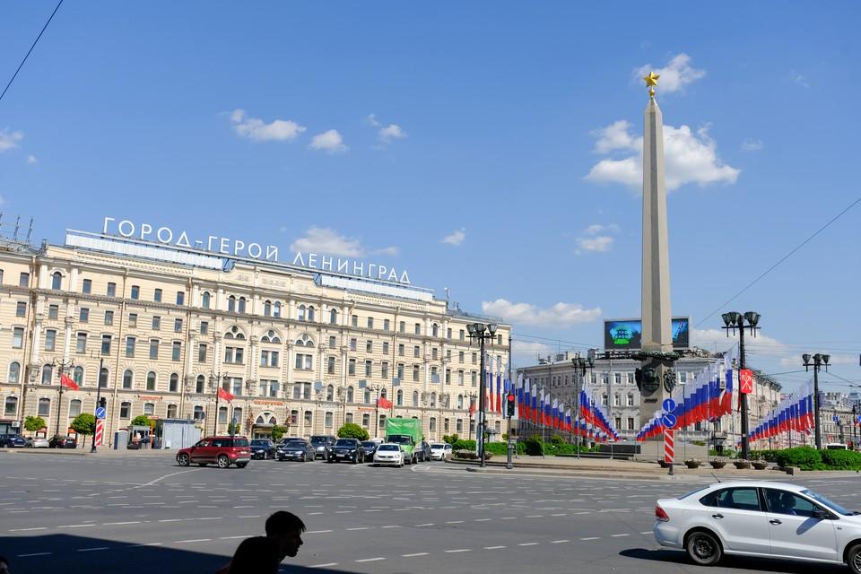 6 сентября 1991 года Ленинград был официально переименован в Санкт-Петербург.