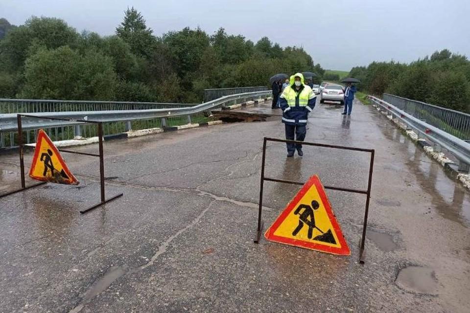 В Ярославской области просел мост через реку Лахость