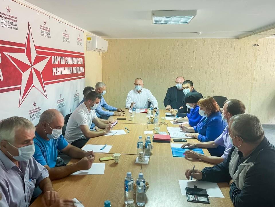 Игорь Додон сегодня побывал в Гагаузии, где провел встречи с местными штабами ПСРМ в Комрате, Чадыр-Лунге и Вулканештах.