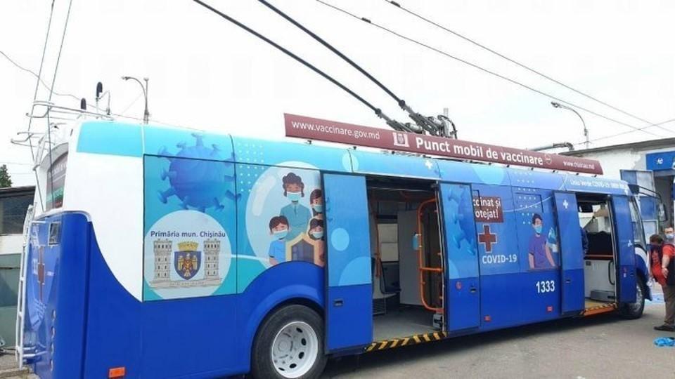 Мобильные пункты вакцинации продолжают работать в Кишиневе.