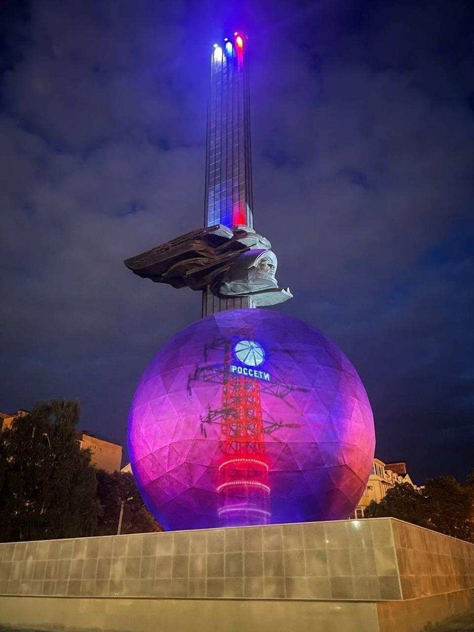 Использование новейших технологий позволило на совершенно новом уровне оформить главный памятник города