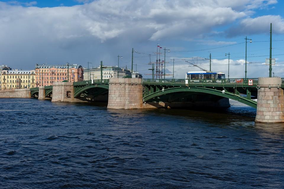 С 1 октября 2021 года Биржевой мост закрывают на масштабную реконструкцию.