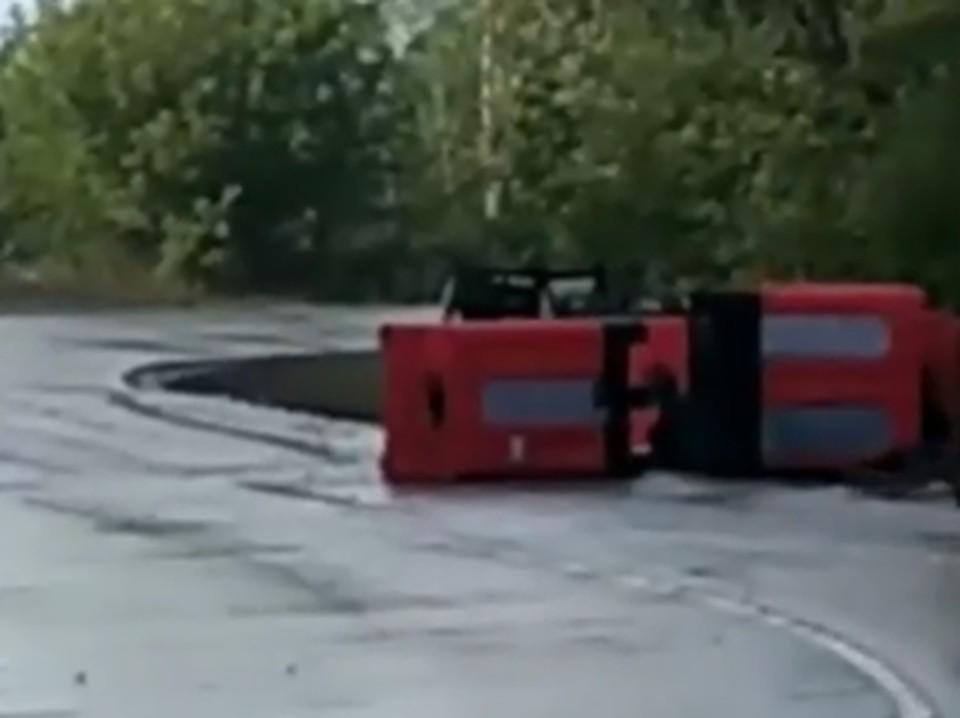 В Тульской области перевозивший химикаты грузовик попал в ДТП