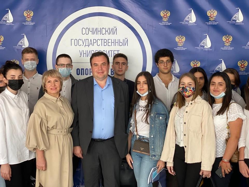 Александр Брод со студентами Сочинского госуниверситета