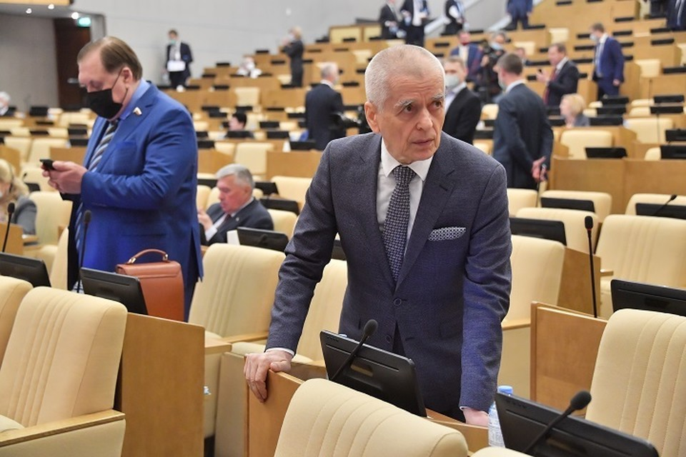 Геннадий Онищенко назвал идею с сокращением числа классов спорной