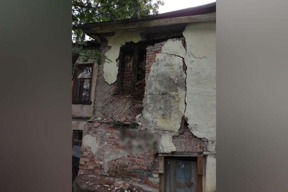 Дом архитектора никто не собирается ремонтировать - жильцы делают это своими силами. Фото: vk.com/urban_kirov
