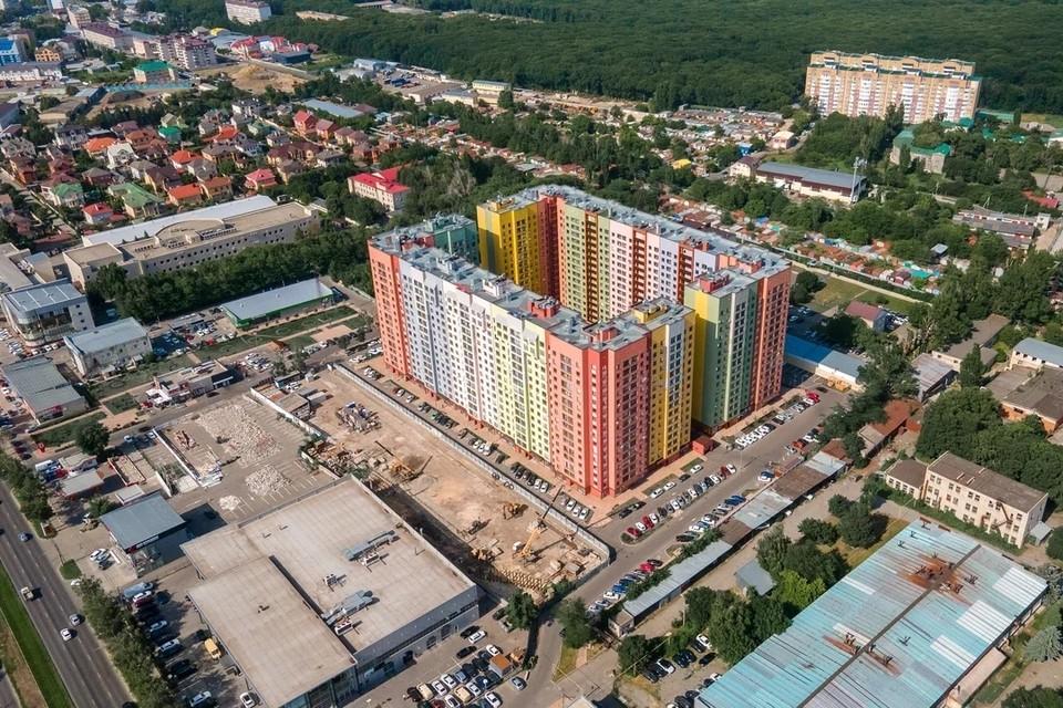 Поблизости - скверы, парк, лес. Фото: evilin.ru
