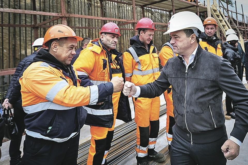 Андрей Воробьёв поблагодарил строителей дороги и отметил важность объекта для региона. Фото: Антон ЧЕРНОВ