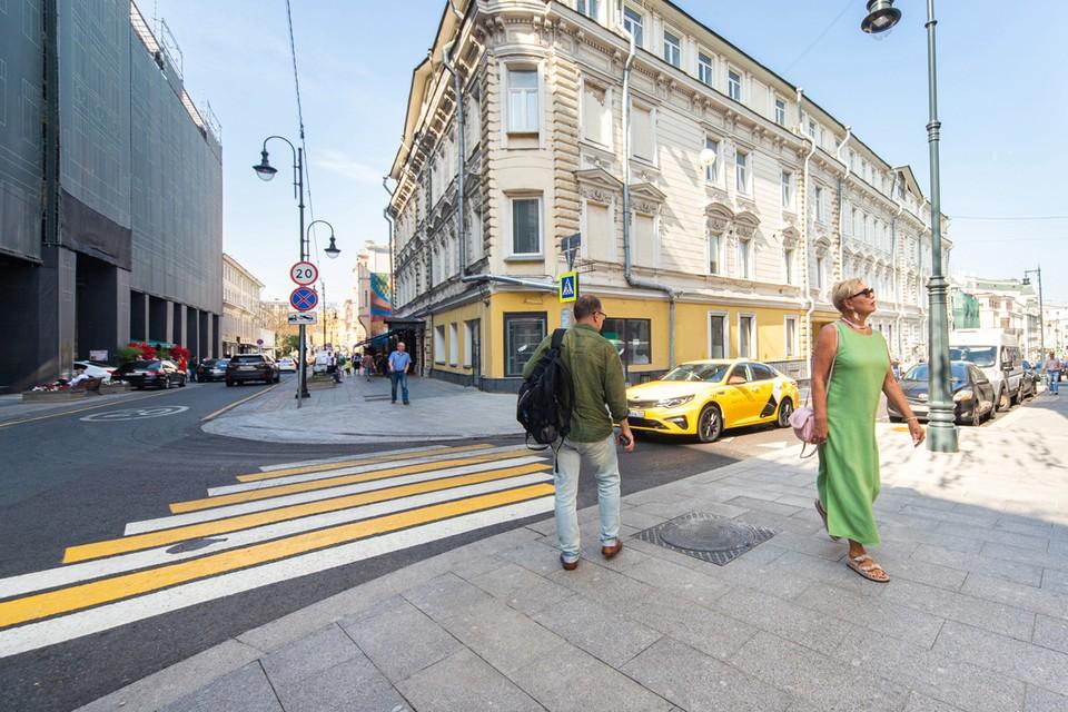 Чтобы пешеходам стало удобнее, тротуары расширили в среднем на 75 сантиметров. Фото: пресс-служба Комплекса городского хозяйства Москвы