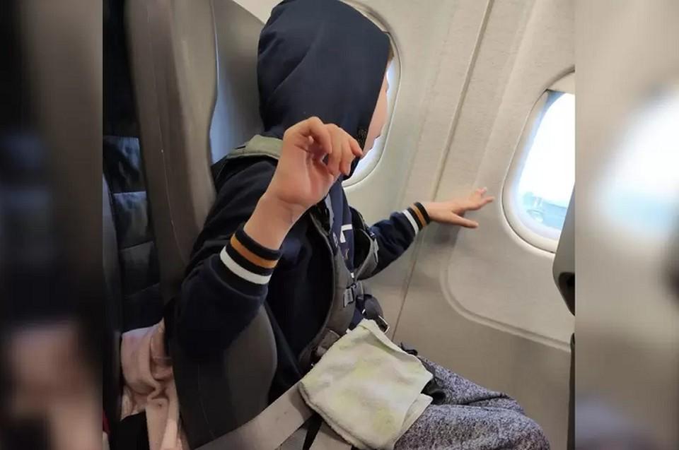 Женщина пыталась объяснить бортпроводникам, что ее сын не может ни сидеть, ни лежать. Фото: Instagram Марины Шаидуллиной