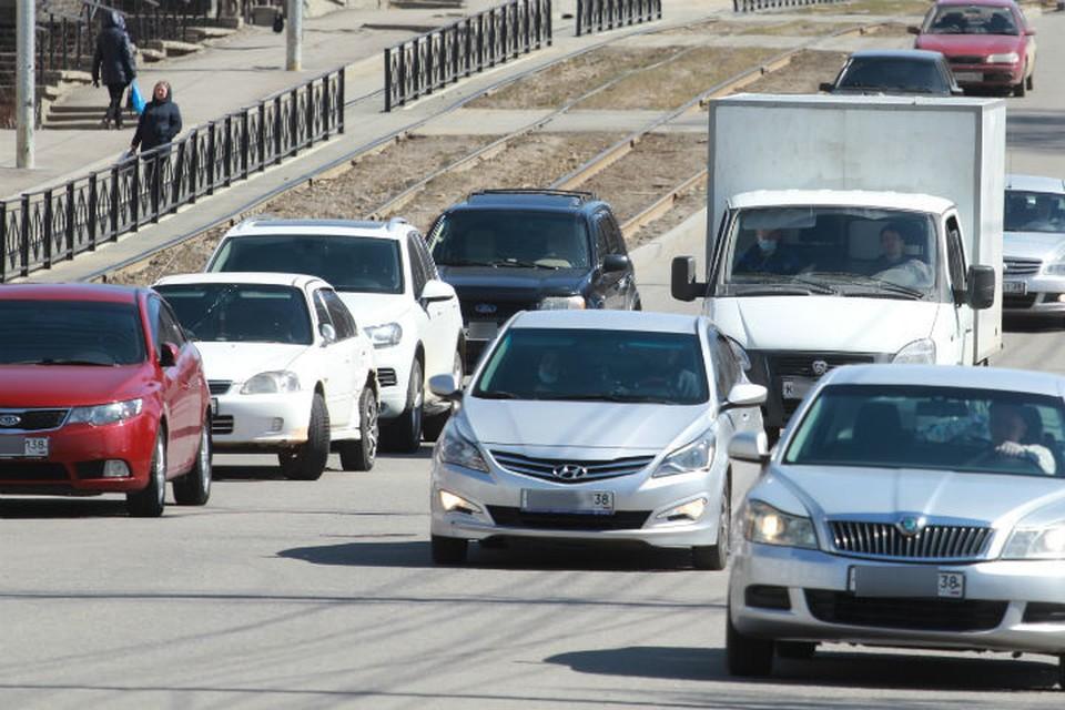 Машину, в которой находился 6-летний ребенок, поджег неизвестный в Иркутске