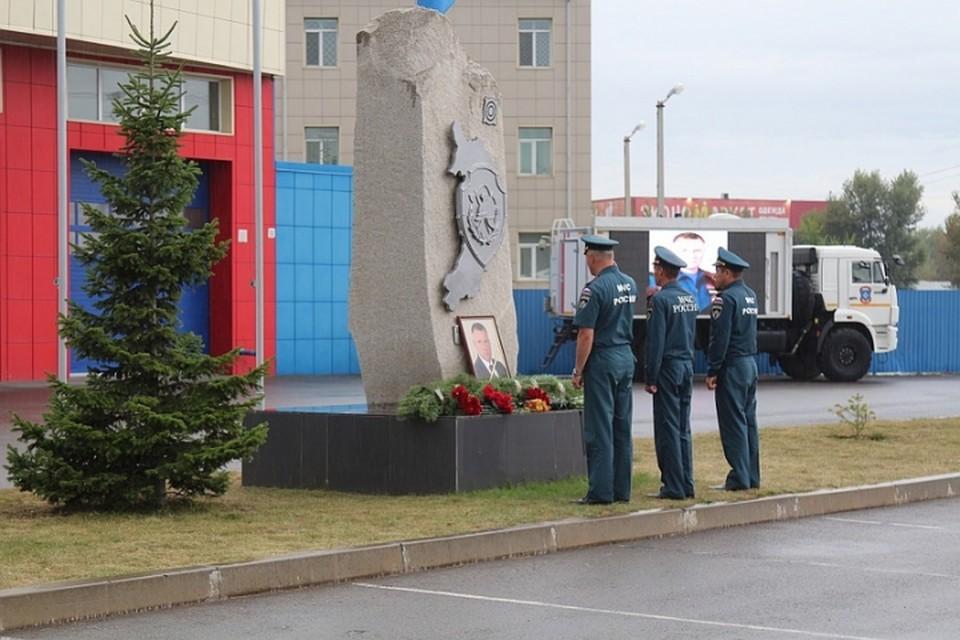 «Хакасия скорбит»: в память о погибшем главе МЧС Зиничеве организовали мемориал. Фото: МЧС Хакасии