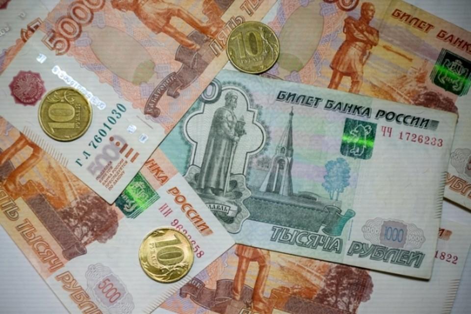 Деньги просят перевести на банковские карты. Фото: Архив «КП»