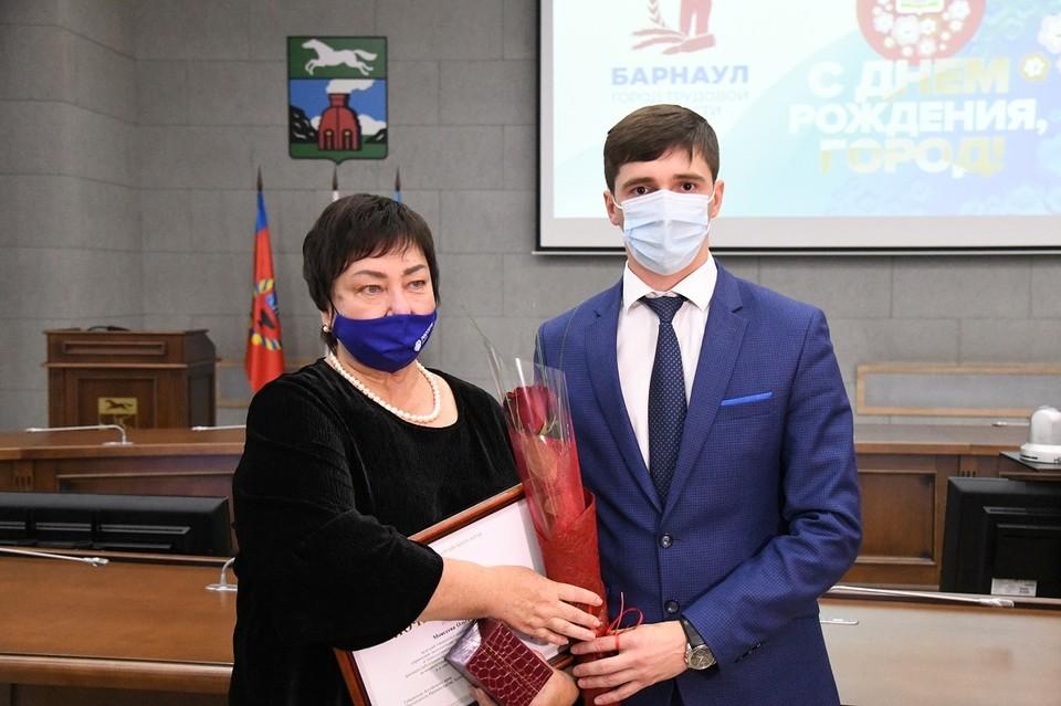 Всего в этот торжественный день награды получили семь сотрудников «Алтайэнерго»