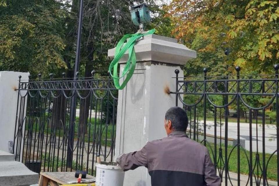 В Наташином парке в Рязани начали устанавливать металлическое ограждение.