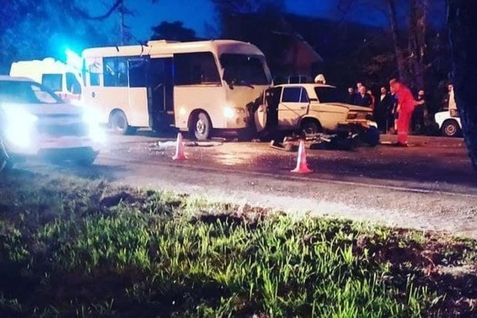 в Курганинске столкнулись автобус и легковушка. Фото: @chp_kurganinsk