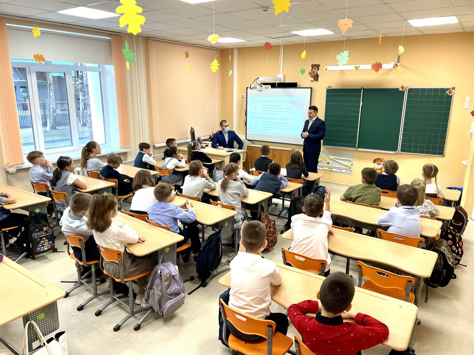 Правила финансовой безопасности рассказал тюменским школьникам руководитель Сбера. Фото - Сбер.