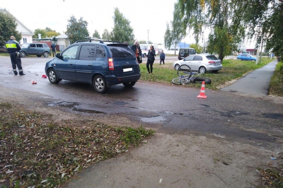9 сентября в Шацке автомобиль Hyundai Matrix снес на ходу велосипедиста. Фото: 62.мвд.рф