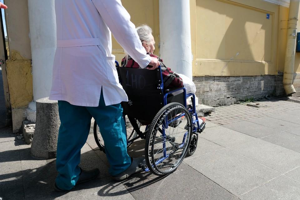 В Санкт-Петербурге будет разработана профессиональная система долговременного ухода за пожилыми горожанами и инвалидами