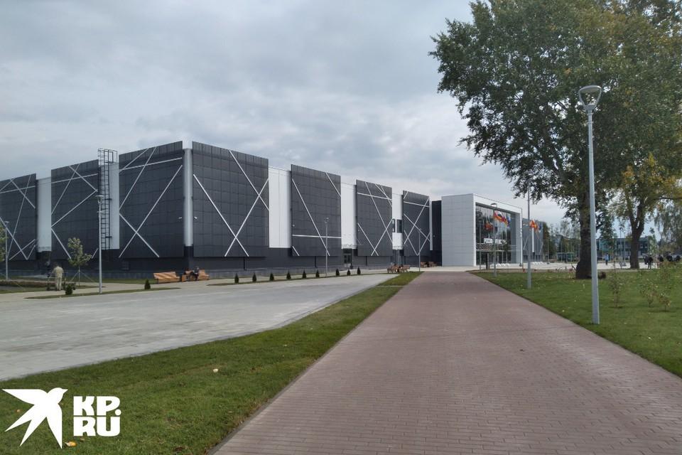 Такой вид на сооружение парка открывается на подходе.