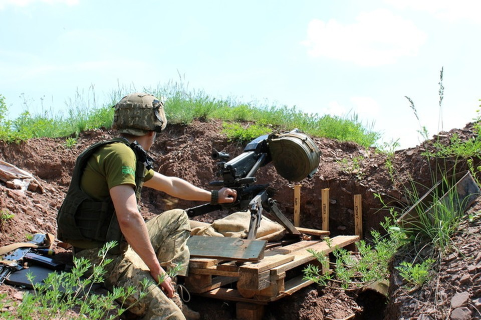 Огонь по городам и поселкам велся из гранатометов – в том числе автоматического гранатомета АГС-17. Фото: Пресс-центр штаба «ООС»