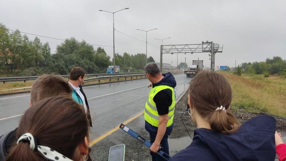 Серьезными проблемами являются состояние дорог, работа сотрудников контролирующих органов - ГИБДД и Ространснадзора, качество дорожного строительства, противодействие коррупции на дорогах.